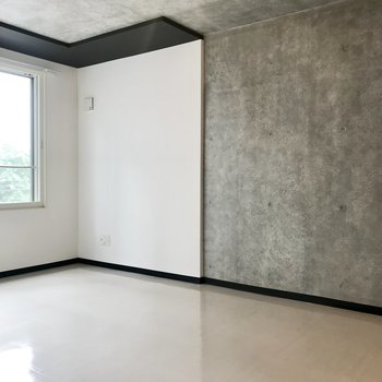 白×コンクリートの壁※写真は前回募集時のもの