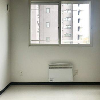 寝室にもちゃんと窓が◎※写真は前回募集時のもの