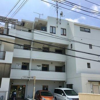 平成生まれの4階建て鉄筋マンション