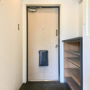 玄関も無骨に。かっこよく。