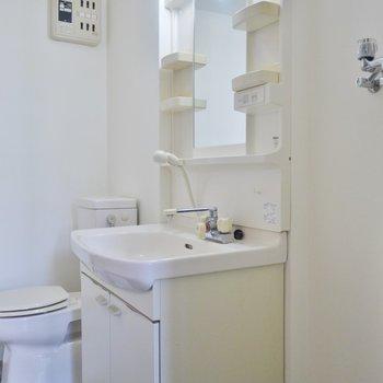 独立洗面は使いやすいですね。※写真は類似間取り別部屋のものです。