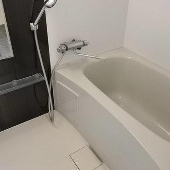 お風呂も清潔感ありますね