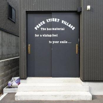 この扉の先に、まさかお部屋があるなんて、ね