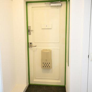 玄関の下駄箱はご自身で用意を。