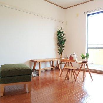 【洋室2】バルコニーに繋がっているお部屋は採光面が魅力的!
