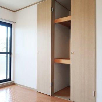 【洋室2】1部屋1収納の魅力がひしひしと伝わってきます。