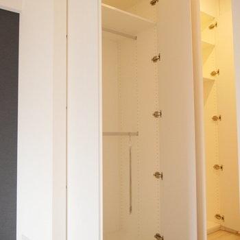 ワンルームなのにたっぷり収納!※写真は2階の同じ間取り別部屋のものです