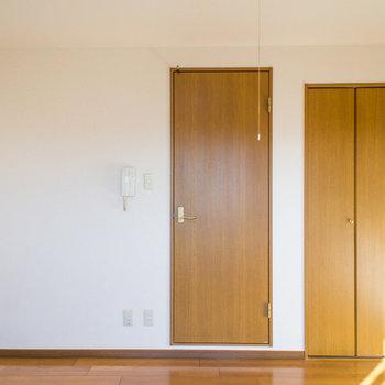 クローゼットもありますよ。※写真は2階の同間取り別部屋のものです。