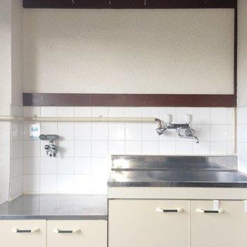 キッチンにはコンロが必要そう。※写真は同間取り別部屋のものです。
