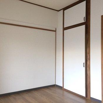 ポスター貼ったら映えそうな白壁!※写真は同間取り別部屋のものです。