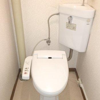 おトイレにはウォシュレット付き!※写真は同間取り別部屋のものです。