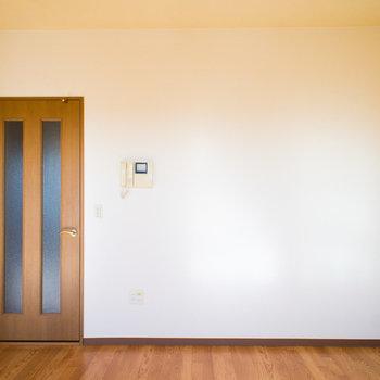 使いやすいリビングの空間※写真は同間取り別部屋のものです。