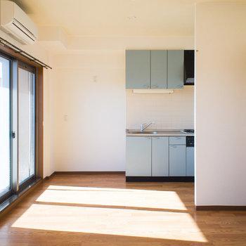 光いっぱいの明るいお部屋♪※写真は同間取り別部屋のものです。