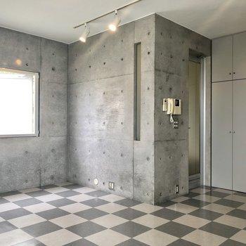 コンクリート打ちっ放しの壁。※前回募集時の写真