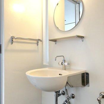 丸い洗面器と丸い鏡がおしゃれ〜。※前回募集時の写真
