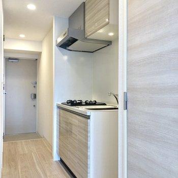 キッチンスペース。隣に冷蔵庫が置けますよ。