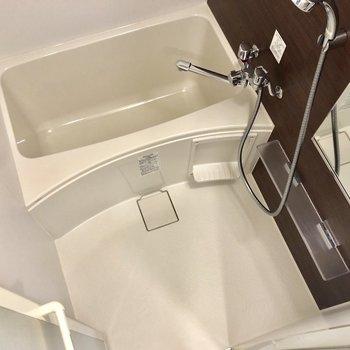 お風呂場はなんだか高級感があります。