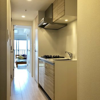 キッチンスペース。隣に冷蔵庫を置くスペースもありますよ。