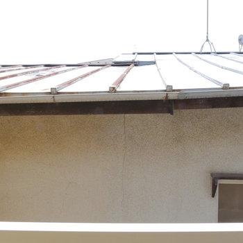 眺望はお隣の建物です。※写真は2階からの眺望です。