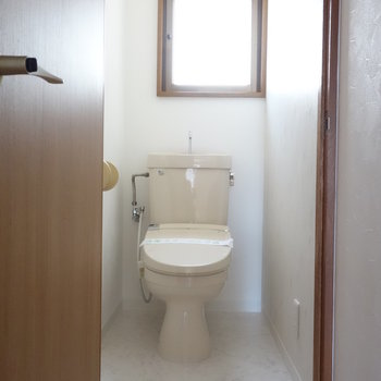 個室トイレにも窓ありますよ~