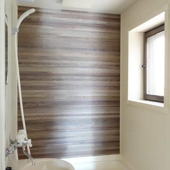 お風呂にも窓ある!