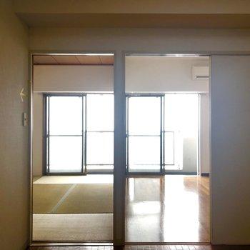 ダイニングから2部屋。戸を開ければ広々!