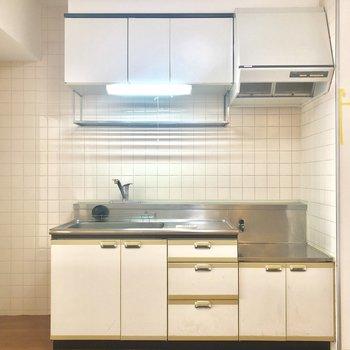 作業スペースあり、隣に冷蔵庫も置ける!