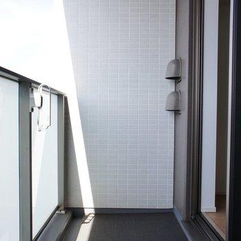 バルコニー、大きさは十分に ※13階同間取り別部屋の写真です