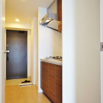 キッチンまわり、十分かな ※13階同間取り別部屋の写真です