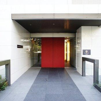 真っ赤な入口