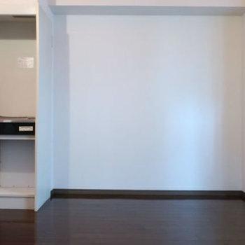 キッチン横には冷蔵庫もしっかり置けますね