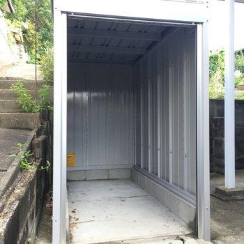 ガレージはバイクだけじゃなくてアウトドア用品などの倉庫にも使える!