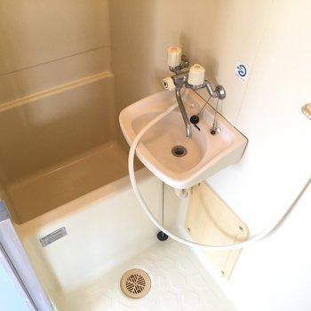 バスルームは2点ユニット。