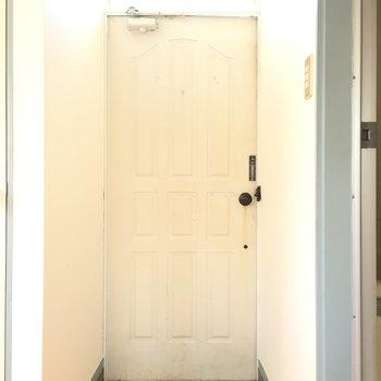 玄関扉がレトロ可愛い