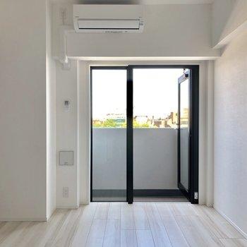 ピカピカの新築のお部屋!※写真は7階の同間取り別部屋のものです。