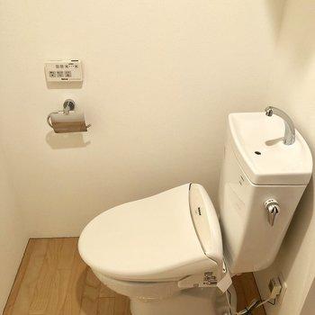 トイレ。ウォッシュレット付きです。