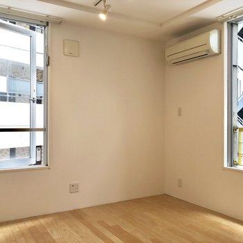 2面採光なのでお部屋は明るい。通気性もGood!