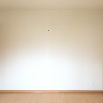 反対側の壁は真っ白。