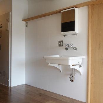 独立洗面台も素敵な雰囲気。