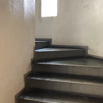 3階までは階段です。運動〜!
