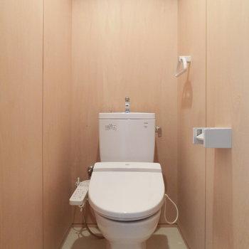 明るいトイレ。※写真は同じ間取りの別部屋です