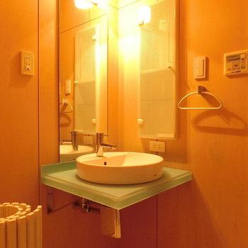 隅にあった洗面台。※写真は同じ間取りの別部屋です