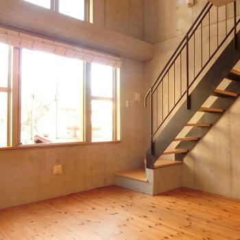 無垢床があたたかいな。※写真は同じ間取りの別部屋です
