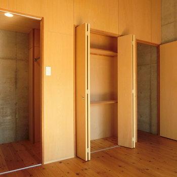 洋室にあった、たっぷり収納。※写真は同じ間取りの別部屋です