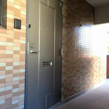 こちらが玄関扉、しっかりしてる