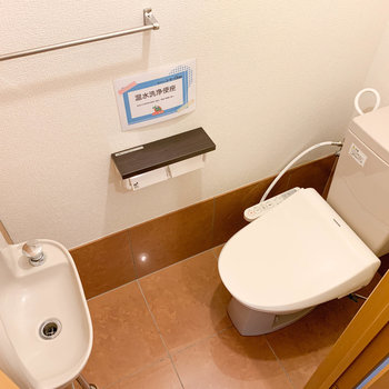 トイレには手洗い場もちゃんと。