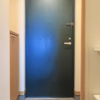 玄関にはシューズBOXも(※写真はクリーニング前のものです)