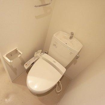 温水便座は冬には必須です♪!※写真は別間取り6階のお部屋です。