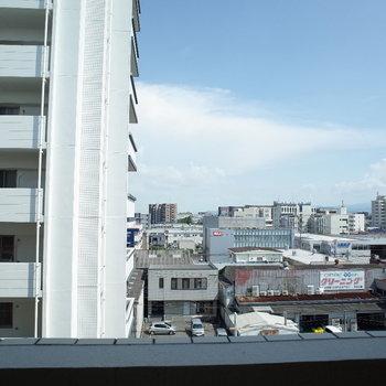 青空がきれいです!※写真は別間取り6階のお部屋です。