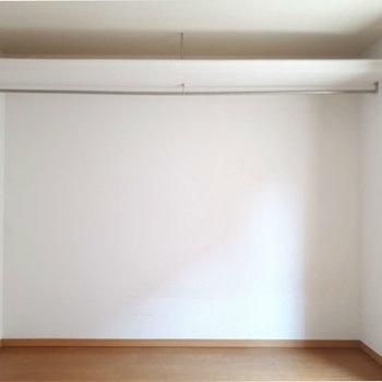 上の収納アイデアがイイね!◎※写真は2階の反転間取り別部屋のものです。